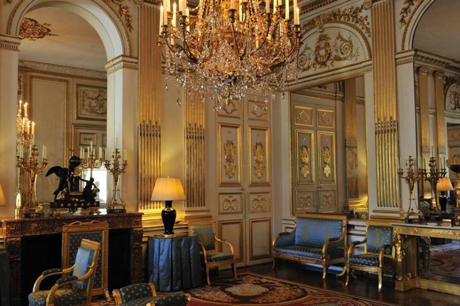 H 244 Tel De Charost в Paris France Paris Pinterest