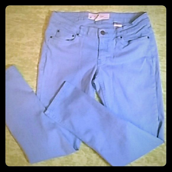 H&M JEANS Super cute NWOT Light blue jeans. Size says 14 but fits like a 12 Jeans Straight Leg