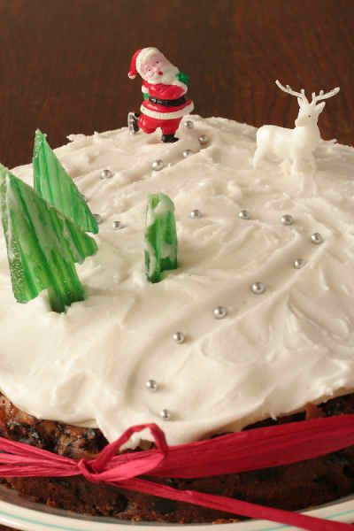 Christmas Cake With Easy Royal Icing And Bought Decorations Cakepins Com