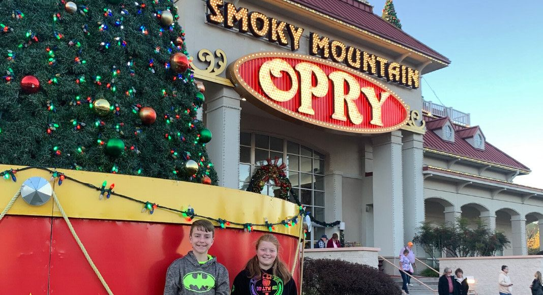 Christmas at the smoky mountain opry even the grinchs