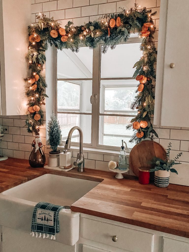 Christmas Garland, Tree and Other Holiday Décor in our Bungalow
