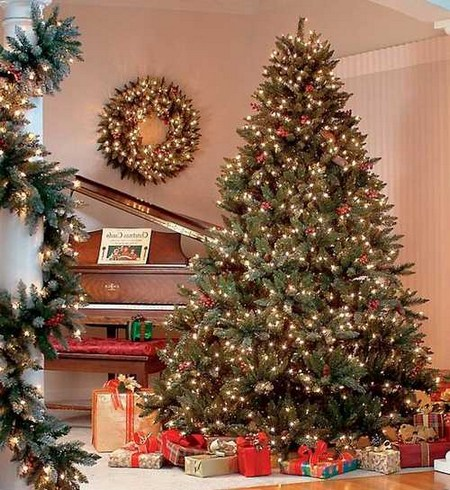 Stunning Modern Christmas Decorating Ideas 07 Popular Living Room Design Christmas Tree Themes Christmas Tree Images Christmas Tree Pictures