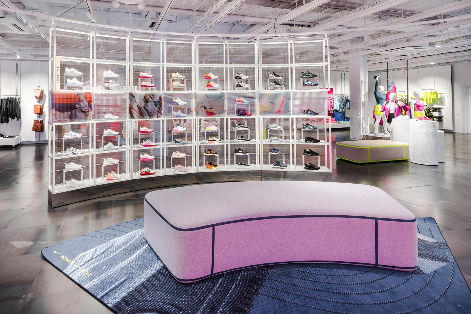 Jardines Criticar recompensa  NikeTown London's New Women's Space Redefines Inclusivity in Sportswear in  2020 | Nike retail, Retail interior, Ladies of london