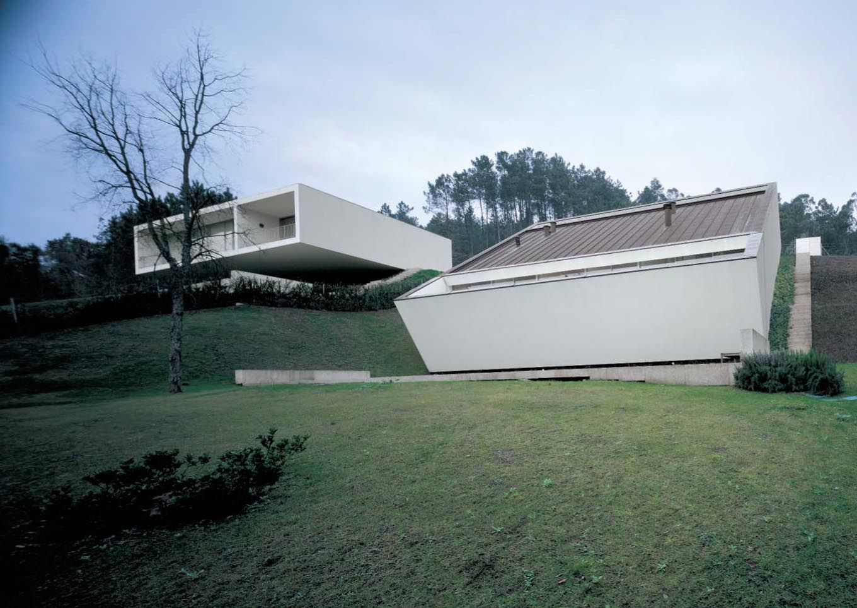 Dos casa en ponte de lima souto de moura architettura for Casa minimalista lima