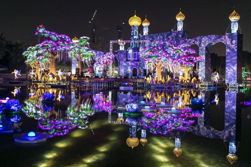 Found on Bing from www.allesoverdubai.info Dubai garden