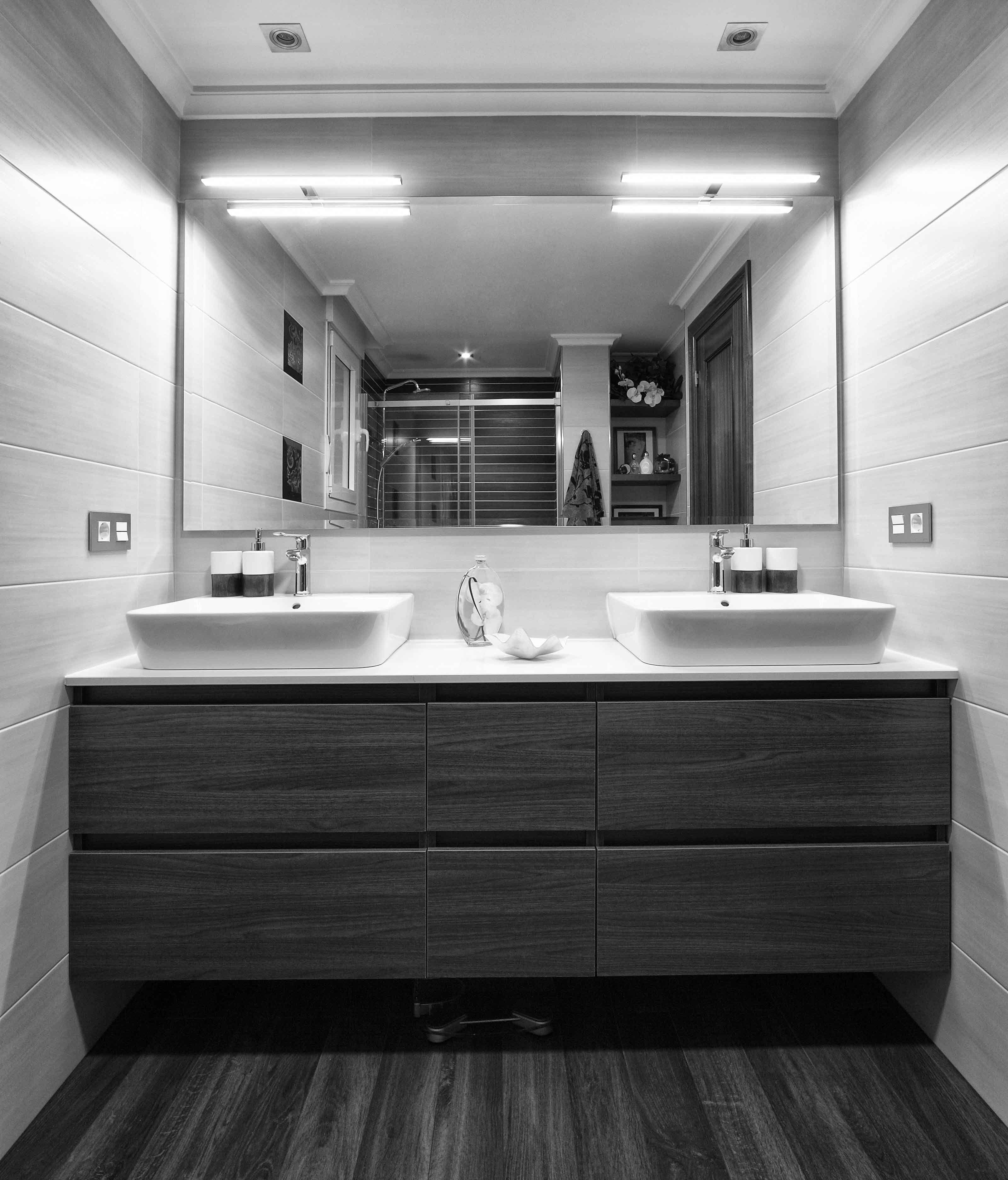 Baño con dos lavabos en 2019 | Baños, Cuarto de baño y ...