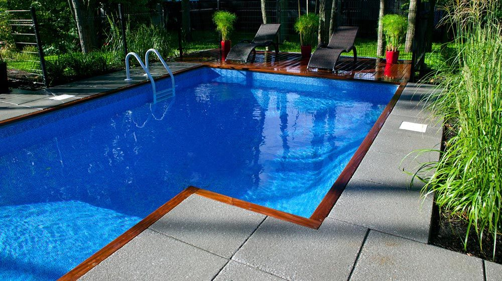 r alisation d 39 am nagement paysager piscine creus e dallage de b ton permacon et terrasse en. Black Bedroom Furniture Sets. Home Design Ideas