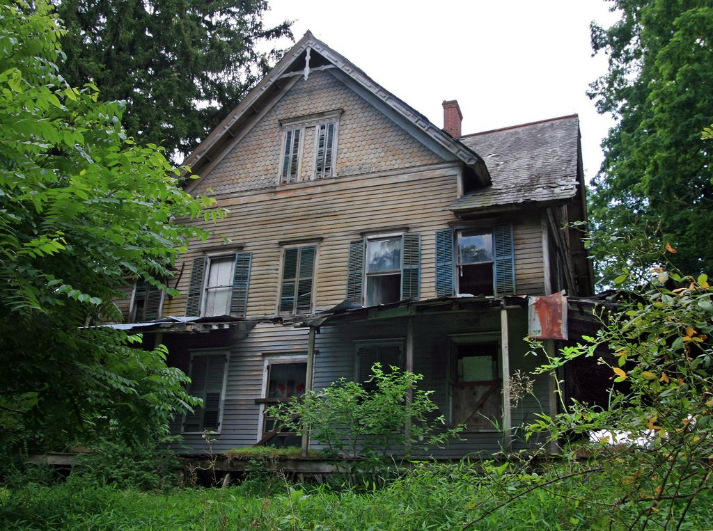 An abandoned house in the middle of nowhere. (With images