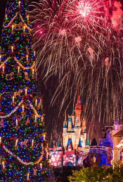 which is the better option for christmas wdw or disneyland lets do a head to head comparison - When Does Christmas Start At Disneyland