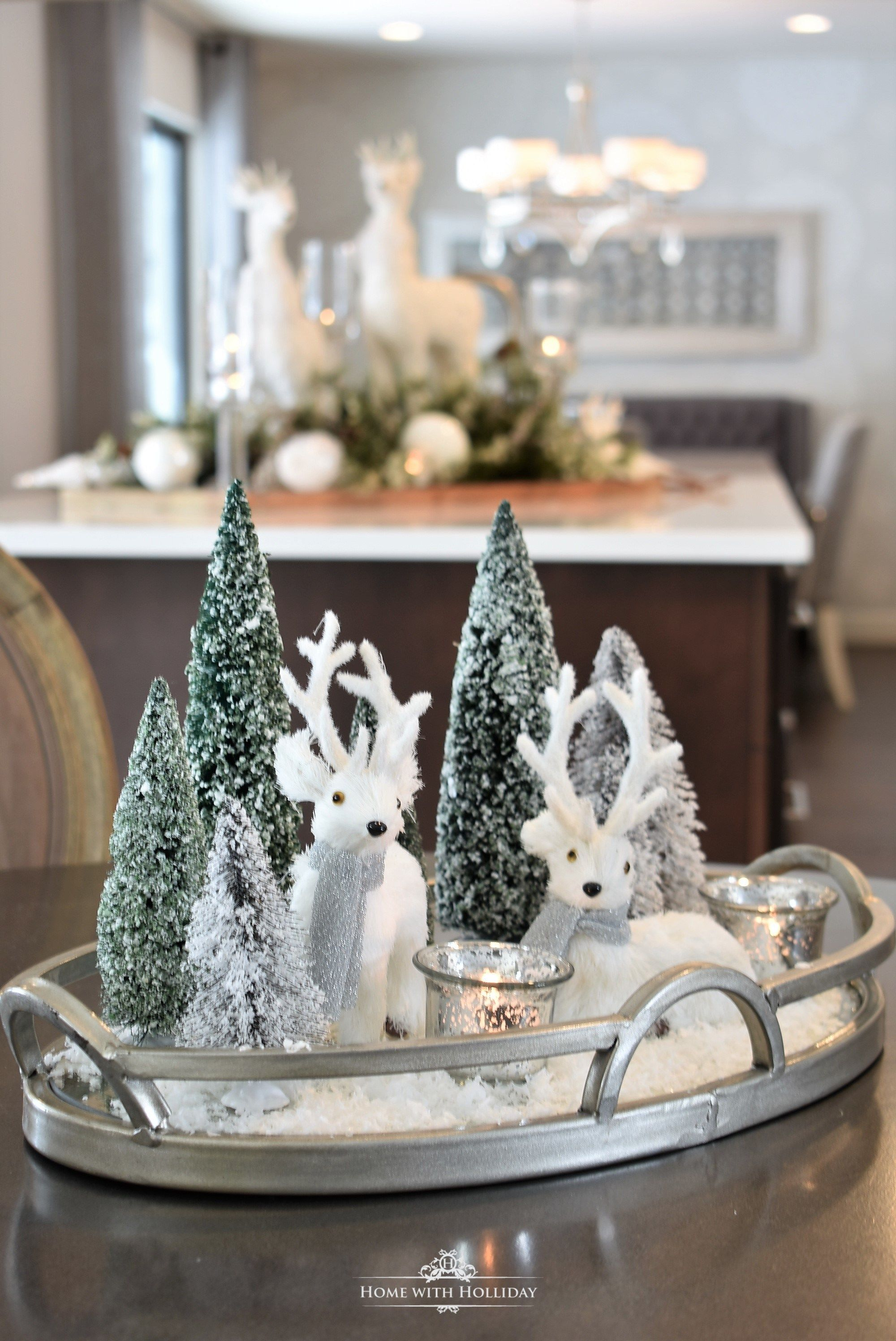 Winter White Christmas Centerpiece - Home with Holliday #weihnachtlicheszuhause
