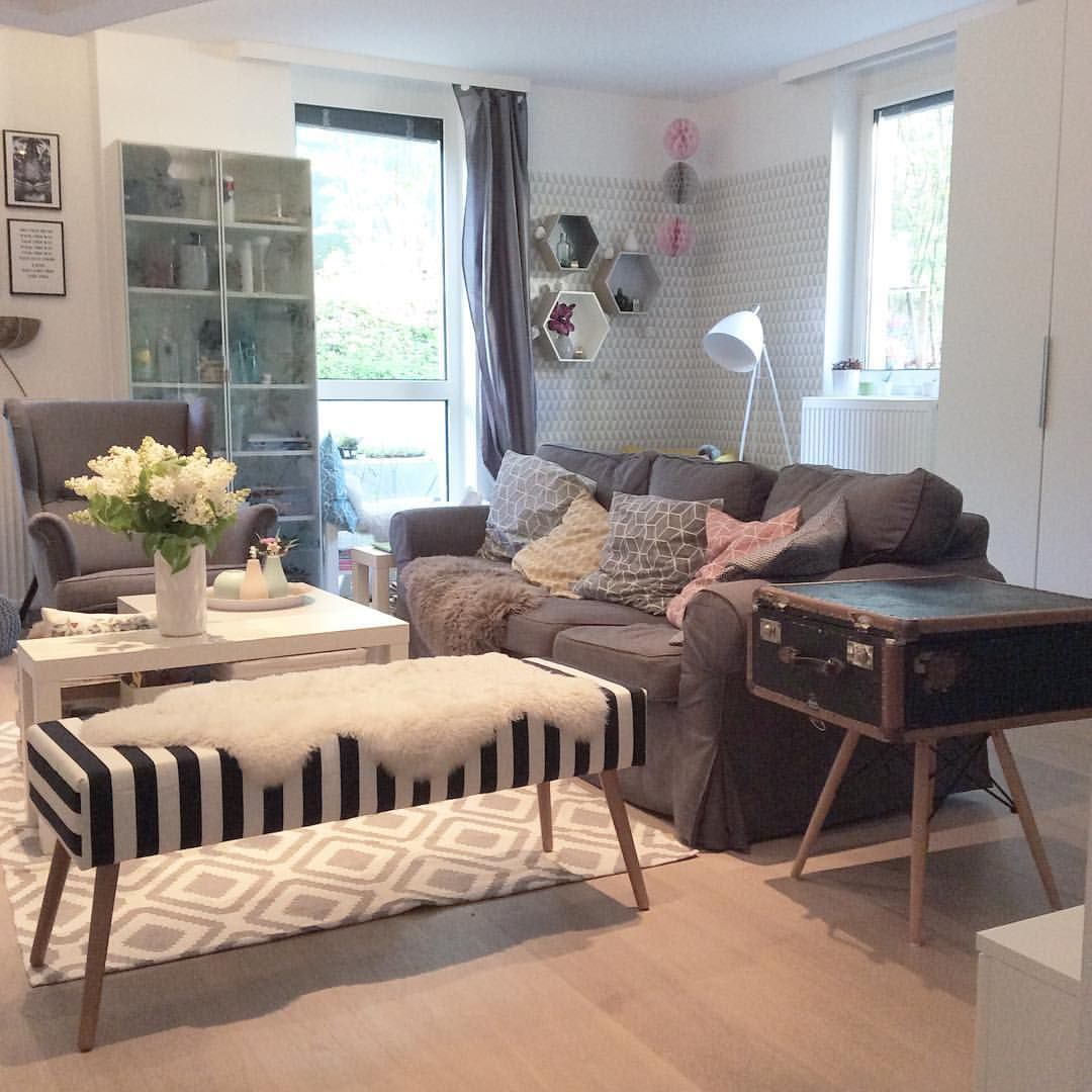 Oooh it's friday again  #tgif #hochdiehändewochenende #livingroom #interior
