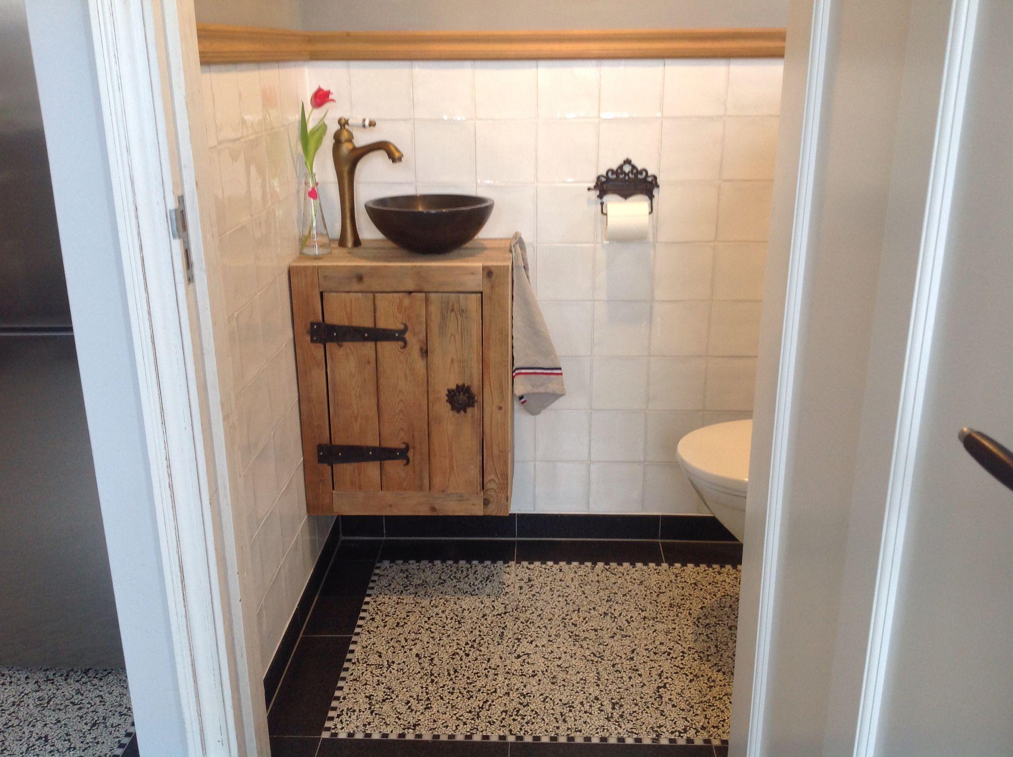Toilet Wasbak Met Hout.Fonteintje Toilet Van Oud Hout In 2019 Toilet Beneden