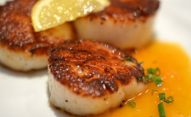 Seared Sea Scallops With Sriracha Beurre Blanc