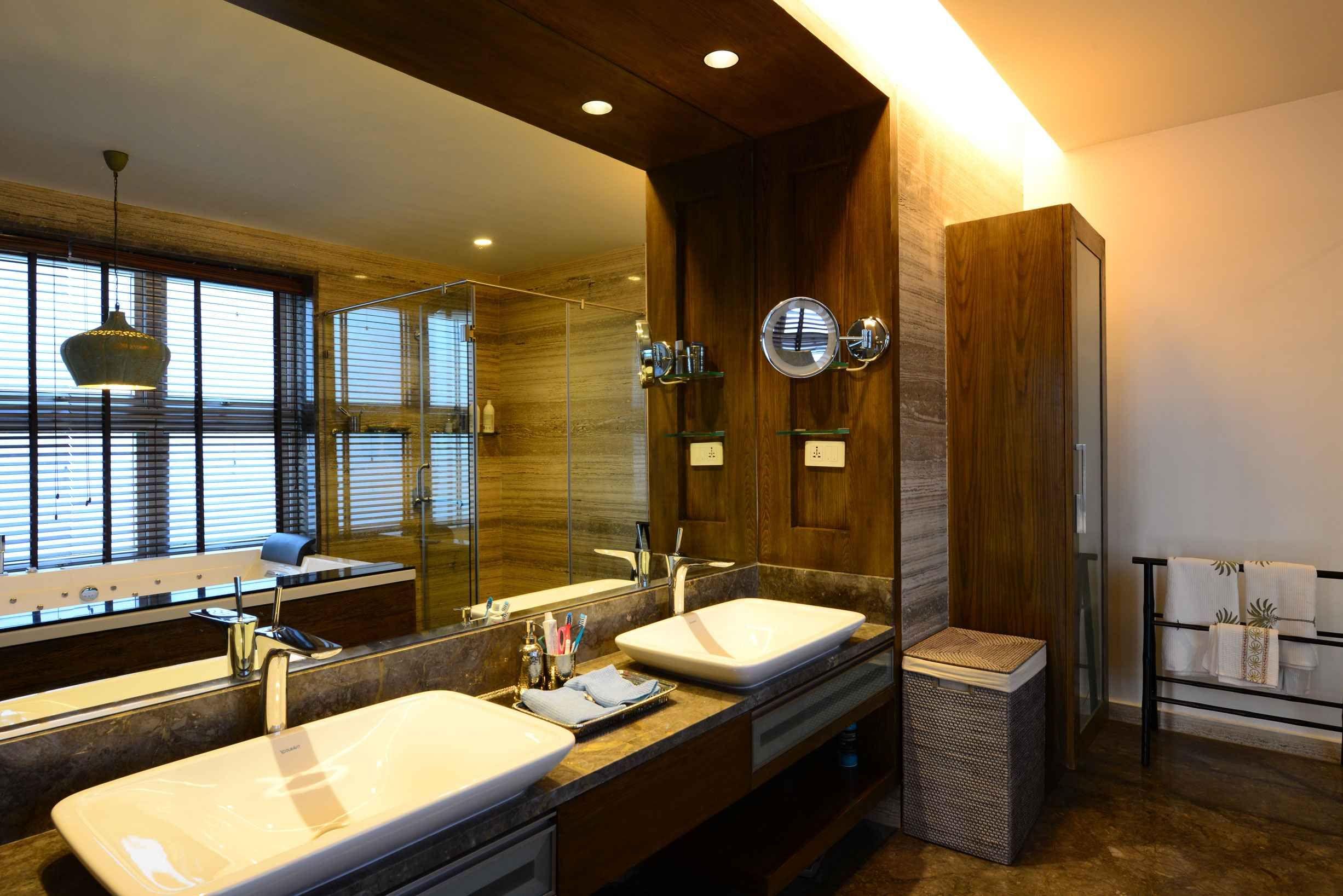 Modern Master Bathroom Designed by Hameeda Sharma, Architect in