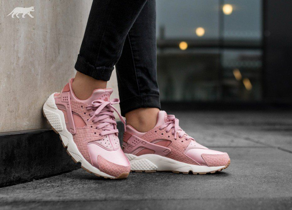 78faccedf00f Nike Wmns Air Huarache Run PRM (Pink Glaze   Pearl Pink - Sail - Gum Medium  Brown)