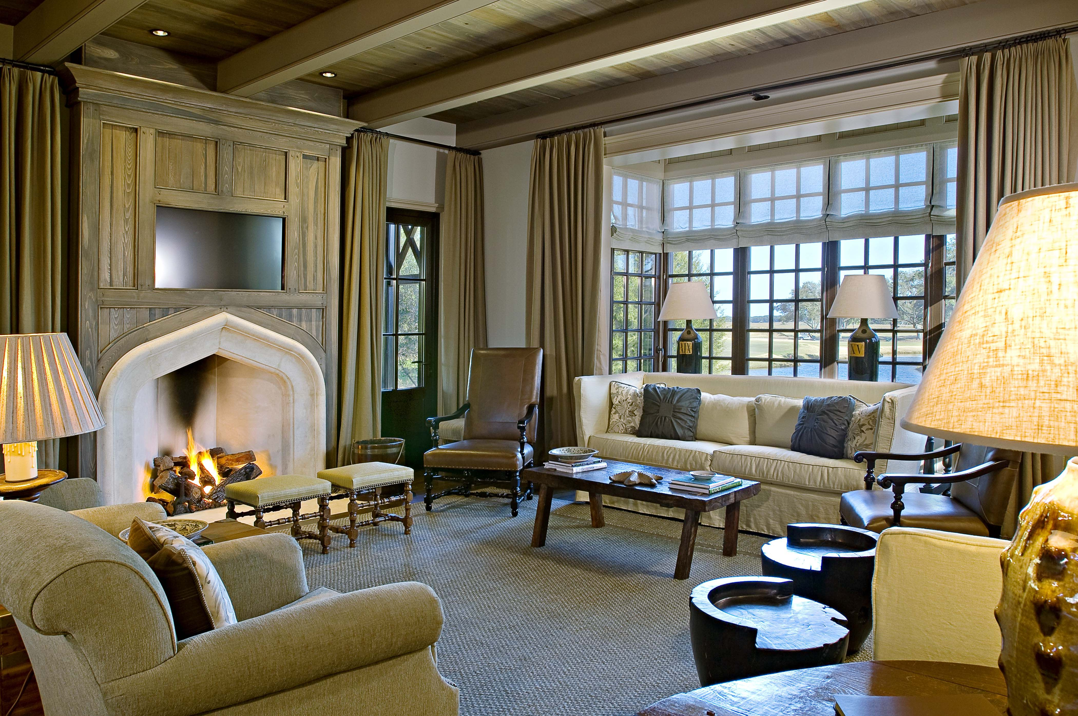 Interior of cassique club cottage on kiawah island for Island living interiors
