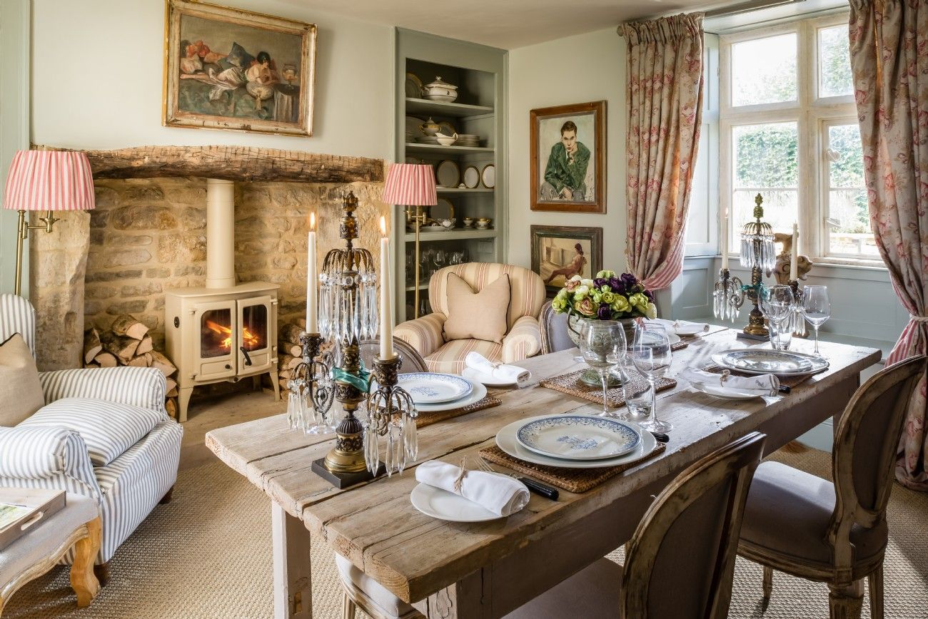 40 Rustic Living Room Ideas To Fashion Your Revamp Around: Luxury Self-catering Cottage Near Cheltenham In The