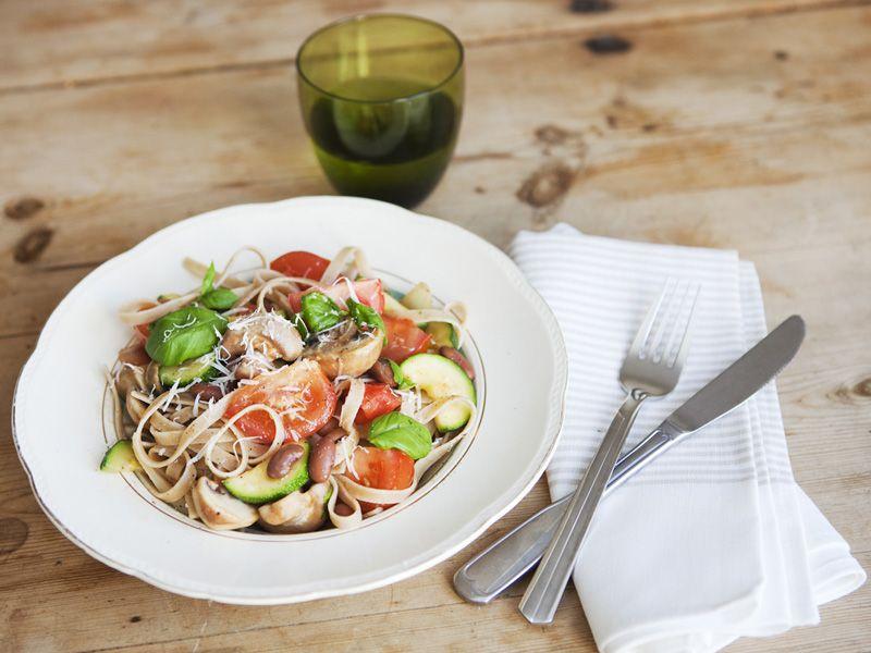 Linguine della via di Grotta Pinta 45 (onion, zucchini, mushrooms, tomato, Borlotti beans, olive, basil, parmesan), gks