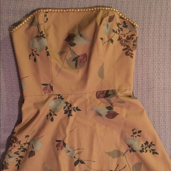 Anthropologie Tabitha Floral Strapless Dress Gorgeous floral strapless Tabitha dress. Body is 100% cotton combo, skirt is 100% silk. Size 6. Excellent used condition. Tabitha Dresses Strapless