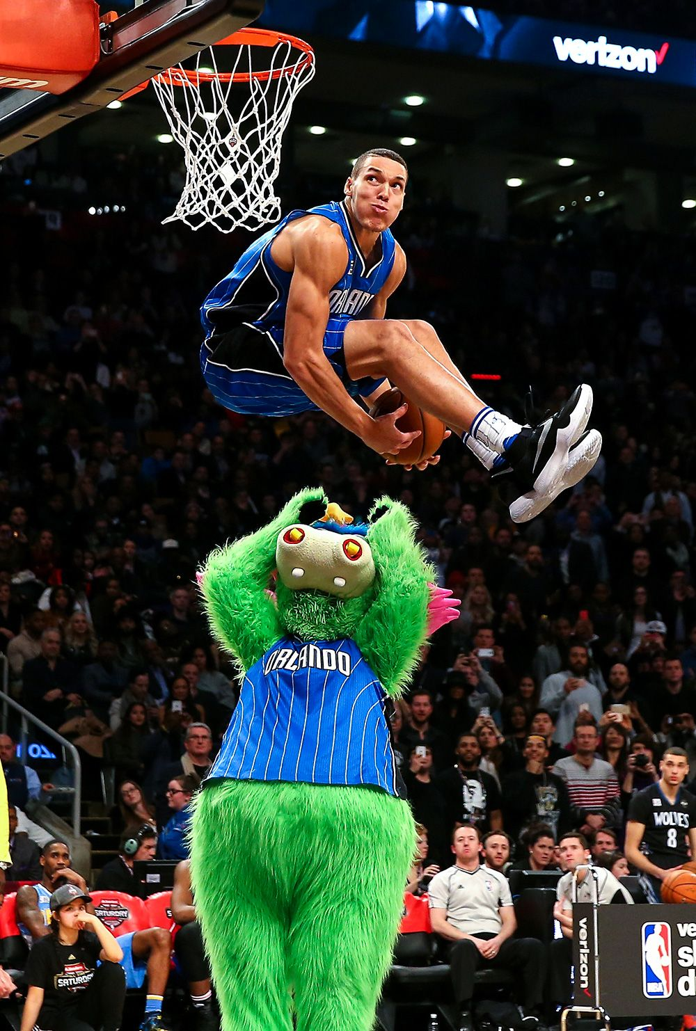 Must See Photos Of The Week Feb 7 Feb 13 Nba Slam Dunk Contest Nba Basketball Nba Pictures