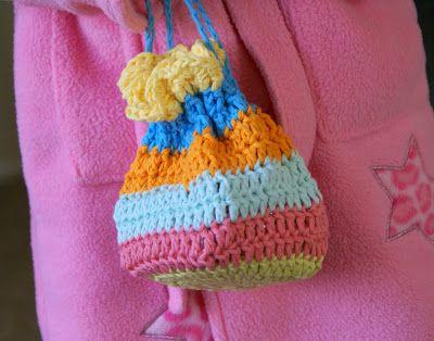 Dutch Girl Diary: Tutorial - Crocheted Treasure Bag ♡ Teresa Restegui http://www.pinterest.com/teretegui/ ♡