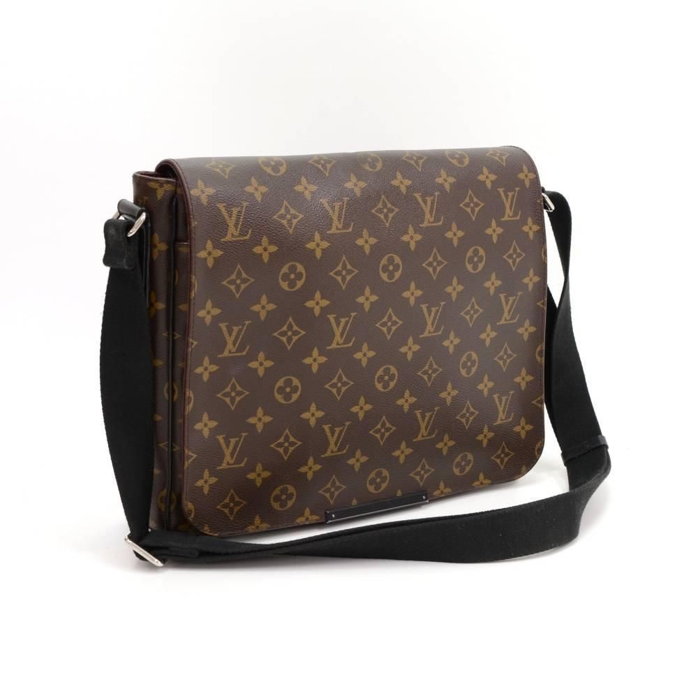 f28469bc7754 Louis Vuitton District MM Monogram Macassar Canvas Large Messenger ...