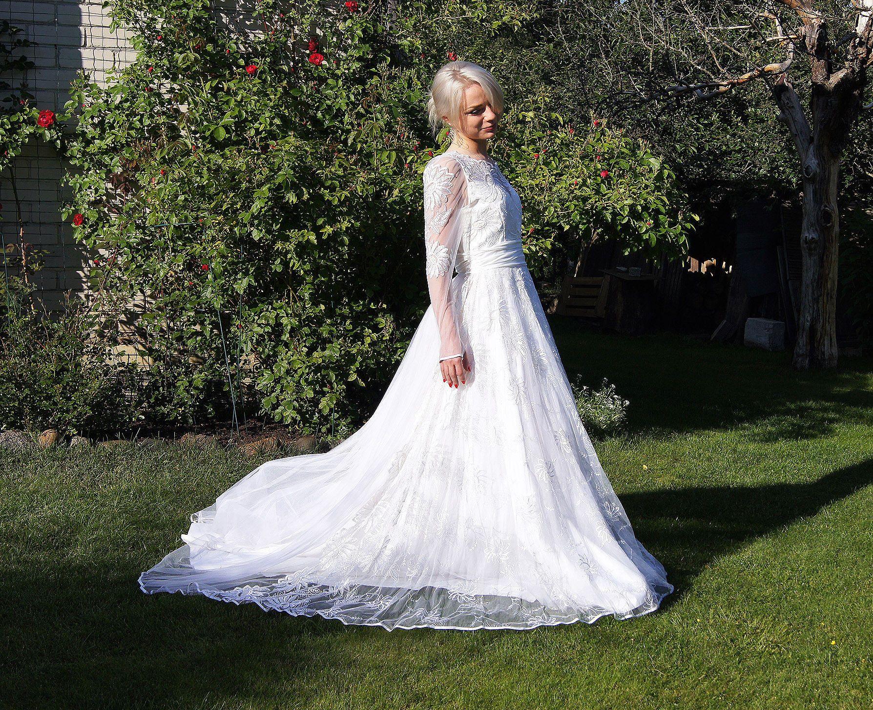 Vintage wedding dress with long sleeves bohemian princess vintage