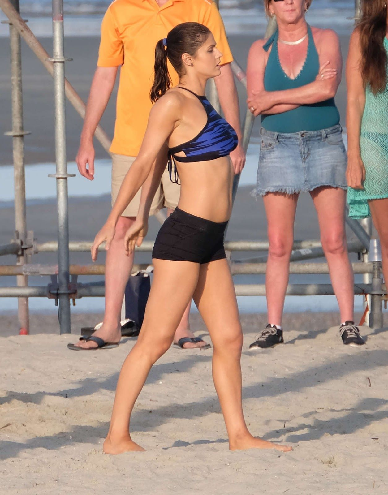 Alexandra Daddario Filming Scenes For Baywatch In