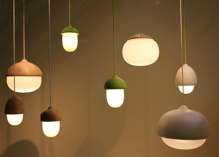 どんぐりのような形をしたかわいらしいランプ Terho 天井ランプ