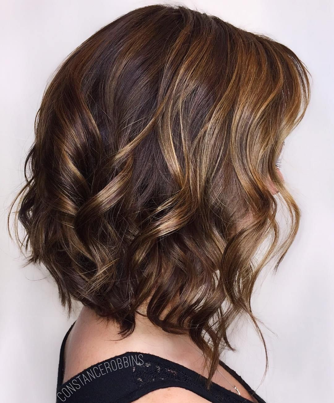 Wavy Brown Bob With Honey Highlights Brown Hair With Highlights Brown Hair With Highlights And Lowlights Hair Color Highlights
