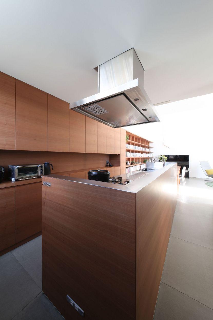 Nakanoshima House キッチンデザイン キッチンとリビングルーム