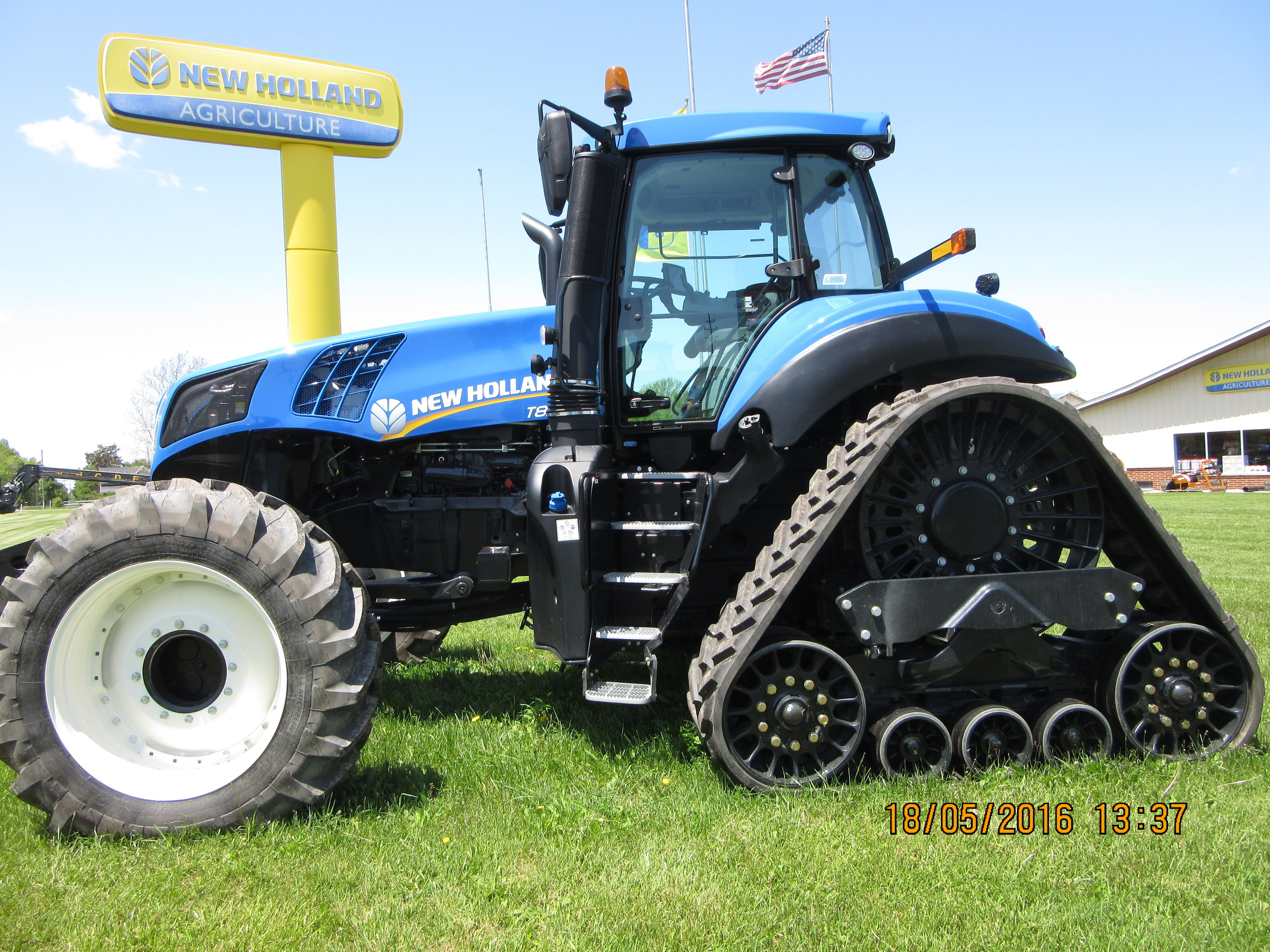 Leftside Of New Holland T8 410 Smart Trax New Holland Tractor New Holland Agriculture Ford Tractors