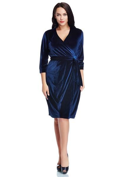 plus style // this beautiful navy dress has a wrap style and comes