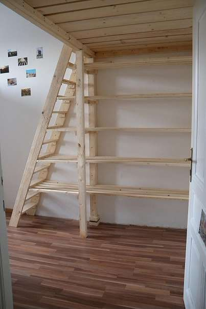 Schrank Unter Treppe Anleitung Loft Bed Above Door Great For Small Room | Small Room