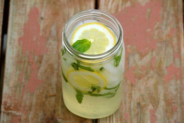 Basil Lemonade Recipe - RecipeChart.com #Beverage #Drinks #basillemonade