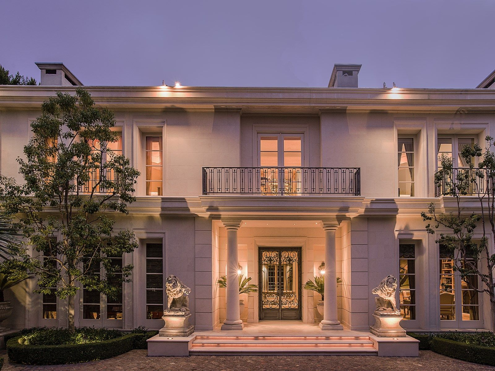 Epitome Of Elegance On Over An Acre