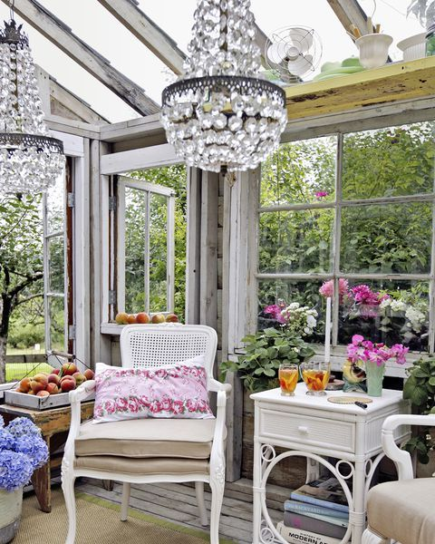 17 Lively Shabby Chic Garden Designs That Will Relax And: 17 Charming She-Sheds To Inspire Your Own Backyard Getaway