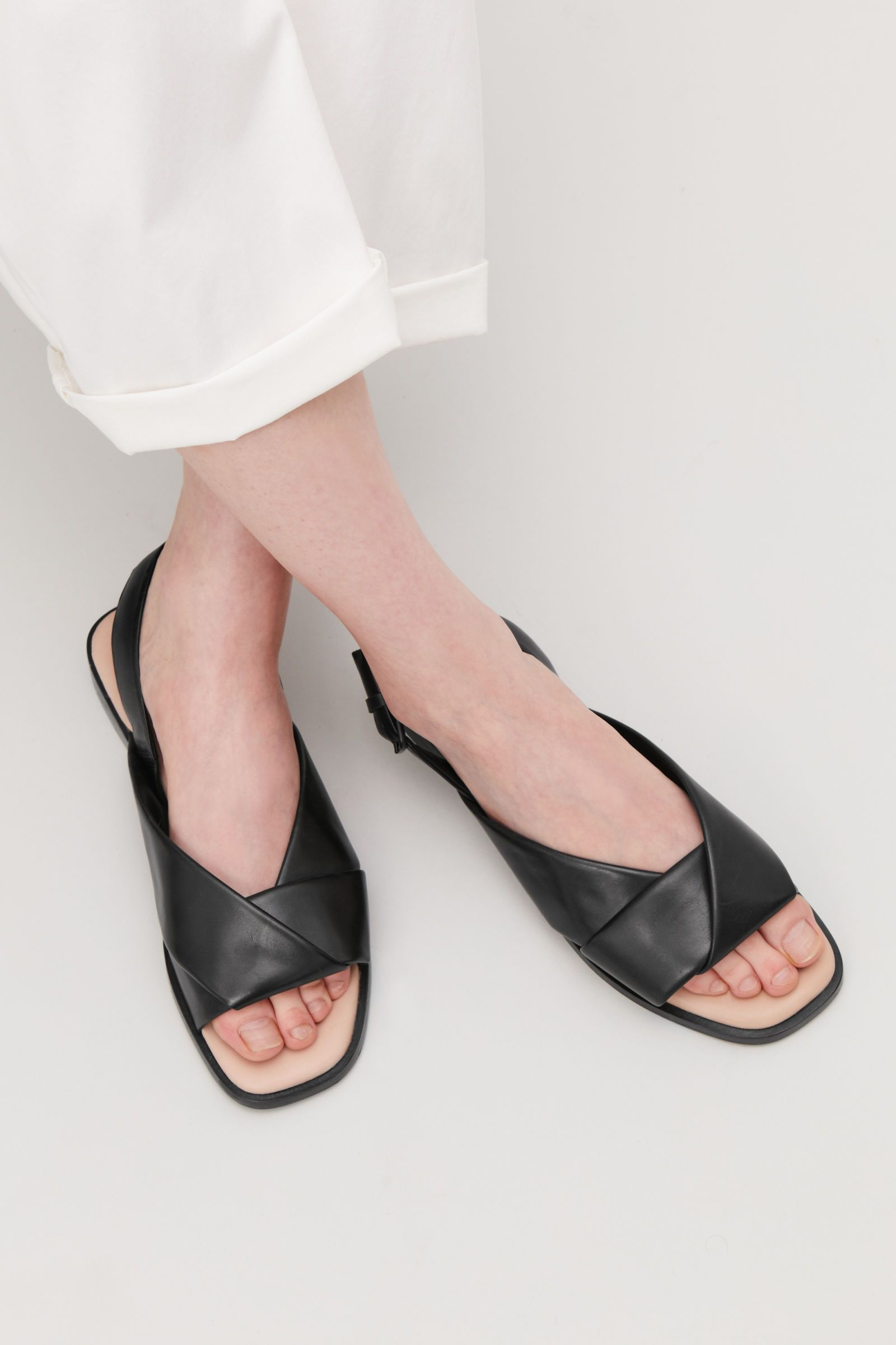 ab40fe61c08b9 Side image of Cos knotted leather sandals in black
