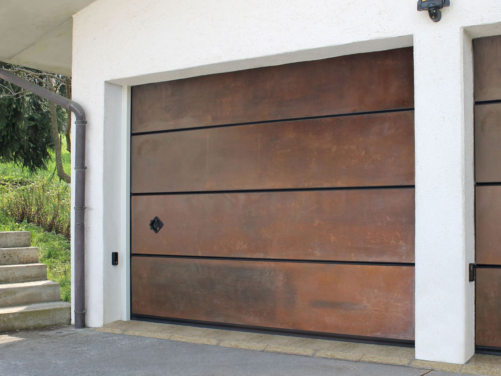 Le Perle Designer Overhead Garage Doors By Breda Are One Of A Kind Custom Garage Doors Whether It Is A Ma Garage Doors Garage Door Company Modern Garage Doors
