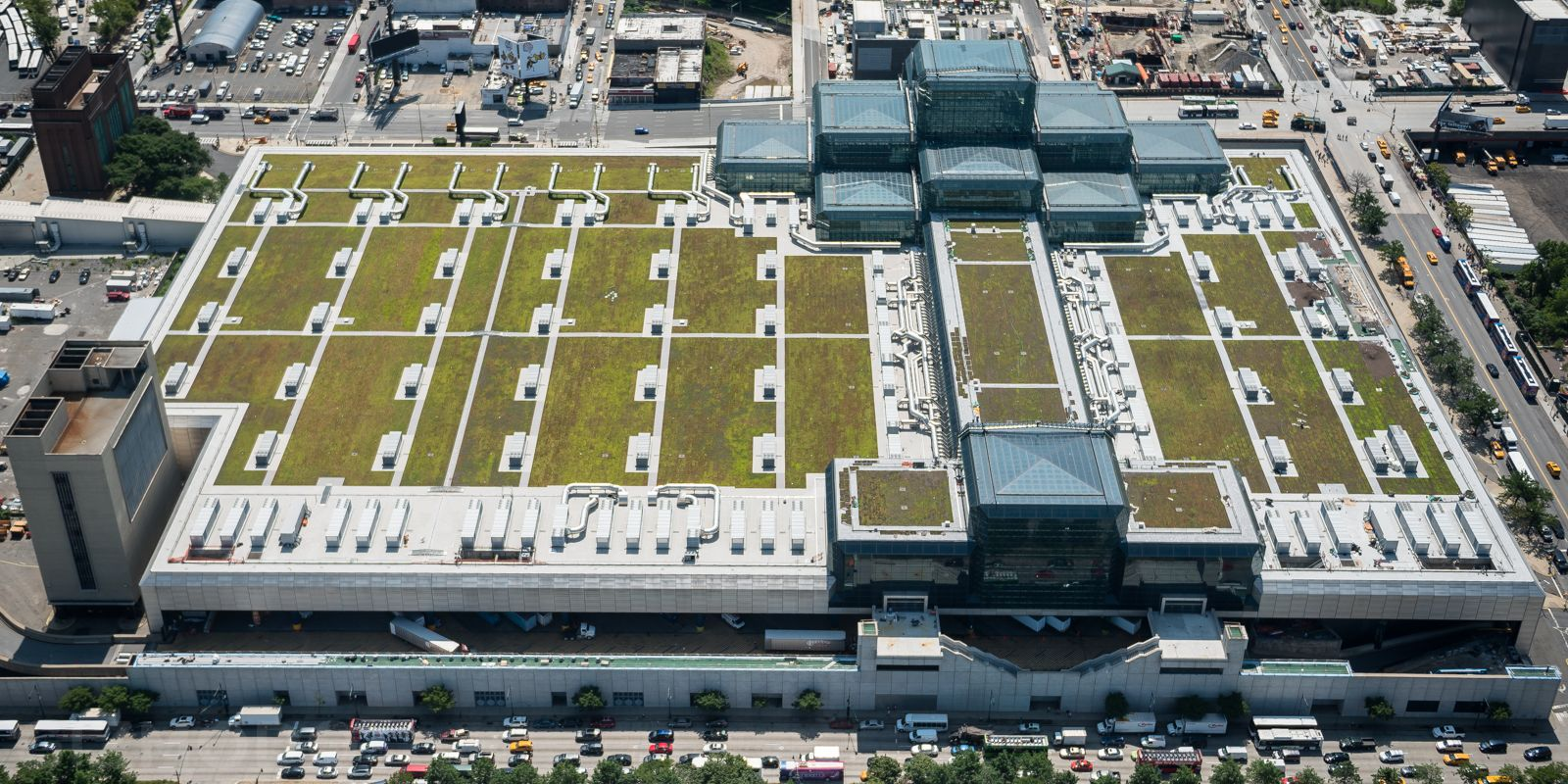 There S A Giant Green Roof Hidden Above Nyc S Biggest Convention Center Green Roof Convention Centre Roof