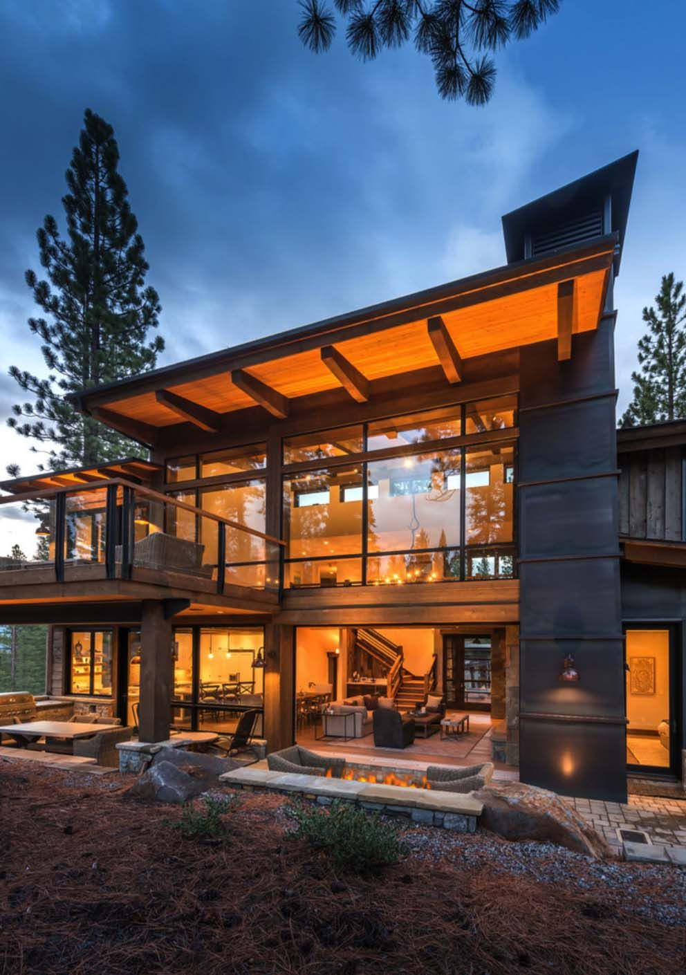 Woodsy Mountain Cabin In Martis Camp Blends Modern With Rustic Mountain Home Exterior Contemporary House Exterior Contemporary Mountain Home