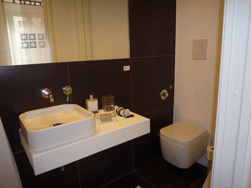 Bagno Nero ~ Bagno nero camera rossa center 2 rooms roma pinterest room