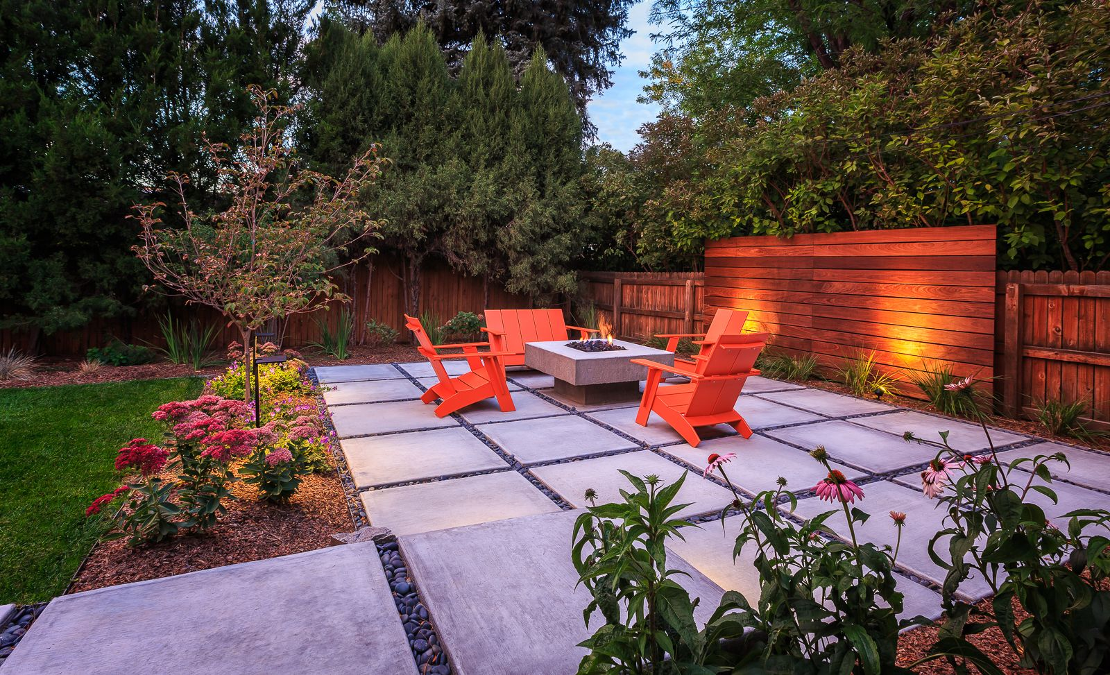 Modern Back Yard Fire Pit. Denver, CO. Design By The Urban Garden,