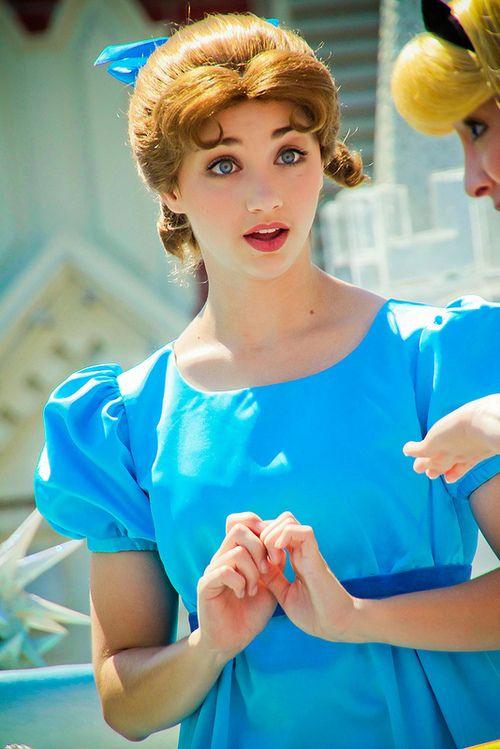 Emily Rudd as Wendy | Disney | Fiesta cumpleaños y Cumpleaños