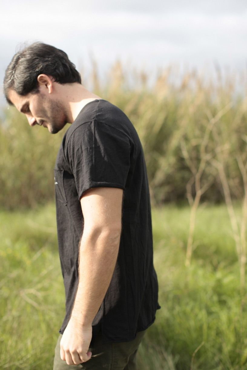 t-shirt preta (algodão leve)