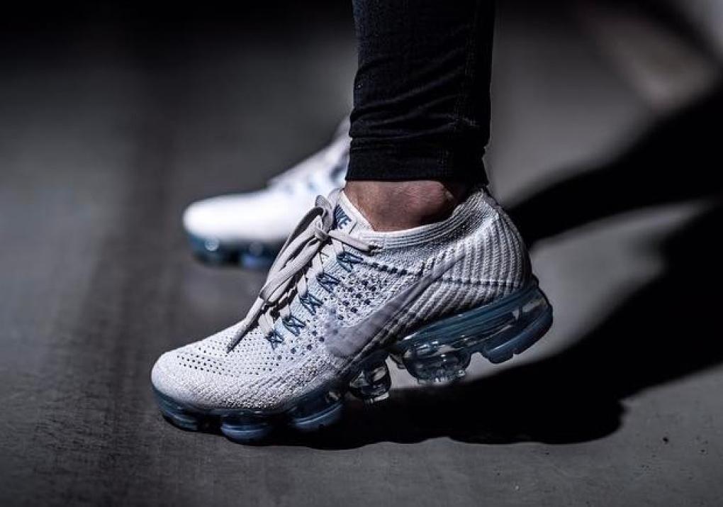 L'iPhone, les sapes et les sneakers Nike sont indispensables aux yeux des  ados américains !