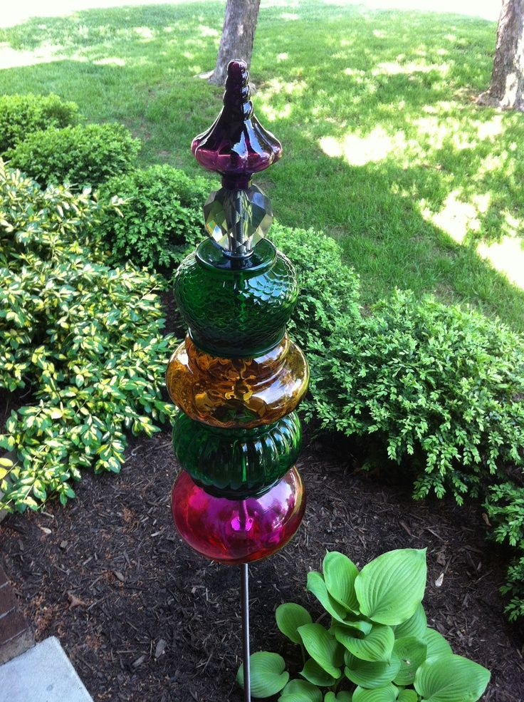 Glass+Totem+Poles+for+Garden glasses | DIY garden art | Pinterest ...