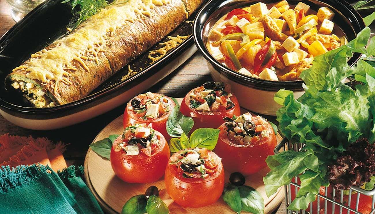 Fetajuustolla täytetty pinaattimunakasrulla sopii alkuruoaksi tai salaatin kanssa lounaaksi.