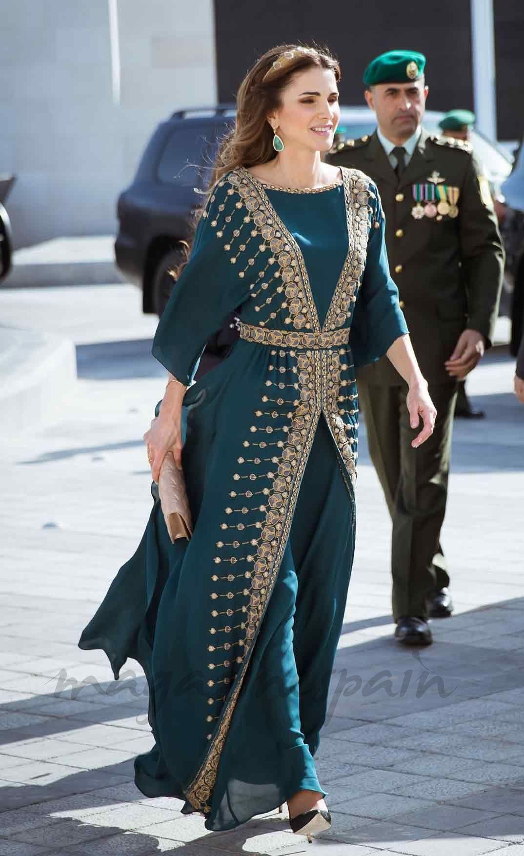 Así es el look que Rania de Jordania ha sacado de la pasarela