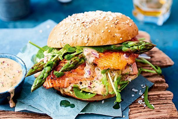 Salmon Asparagus Burger Recipe DELICIOUS -  Our popular recipe for salmon and asparagus burgers and over 55,000 other free recipes LECKER.de.  - #Asparagus #burger #Delicious #recipe #salmon #trendfastfood